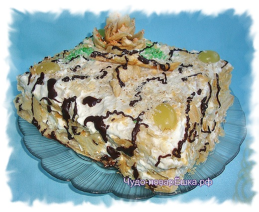 Слоёно-творожный торт с виноградом