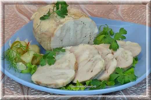 Праздничный рулет из свинины и курицы