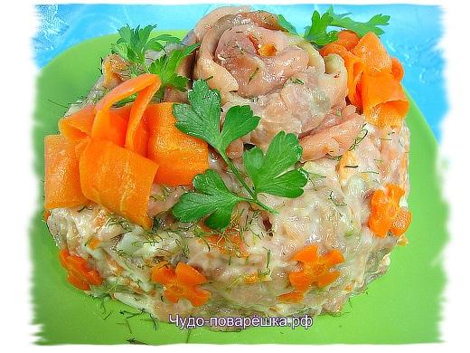 Салат из малосольной горбуши