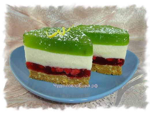 Пирожное с ягодной прослойкой и суфле